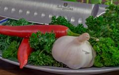kruiden en specerijen (t.boelaars) Tags: dille knoflook koriander lemoen messen peper selderie garlic herbs stilleven stillife knife