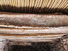 "Tilcara: toit en bois de cactus <a style=""margin-left:10px; font-size:0.8em;"" href=""http://www.flickr.com/photos/127723101@N04/28544475614/"" target=""_blank"">@flickr</a>"