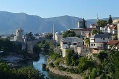 Mostar, l'antico ponte e il centro storico (Valerio_D) Tags: mostar bosnaihercegovina bosniaeerzegovina hercegovina erzegovina 2016estate bosniaerzegovina bosniaederzegovina neretva kujundiluk 1001nights 1001nightsmagiccity elitegalleryaoi bestcapturesaoi bosniaandherzegovina