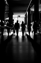 [ Vite parallele - Parallel lives ] DSC_0556.2.jinkoll (jinkoll) Tags: bn bnw bw blackandwhite street passing people couple reflections shadow indoor perspective vanishing point walk walking steps straight expo2015 milano milan silhouette