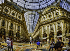 En el Centro Comercial (libretacanaria) Tags: centrocomercial shoppingcenter miln milano italia italy urbano urban moda lujo