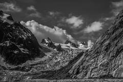 Au Pays des Glaces (N/B) (Frdric Fossard) Tags: nature glacier srac neige cimes nuage moraine dallerocheuse barrerocheuse alpes hautesavoie france massifdumontblanc glacierdutacul flancdemontagne rocher noiretblanc valleblanche blackwhitepassionaward sracsdugant glacierdugant
