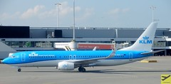 KLM B737-8K2 PH-BXZ taxiing at AMS/EHAM (AviationEagle32) Tags: amsterdam amsterdamschipholairport ams amsterdamairport amsterdamschiphol schiphol schipholairport schipholviewingterrace eham airport aircraft airplanes apron aviation aeroplanes avp aviationphotography aviationlovers avgeek aviationgeek airplane aeroplane arrivals planespotting planes plane flying flickraviation flight taxiing tarmac vehicle klm klmroyaldutchairlines klmcityhopper airfranceklm royaldutchairlines boeing boeing737 b737 b737ng b737800 b738 b738w winglets phbxz phbce skyteam