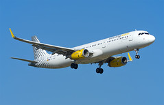 Vueling A321 EC-MLM (Johannes_K) Tags: a321 airbus v2500 iae vueling lgw egkk london gatwick airport landing aviation aircraft planespotting ecmlm