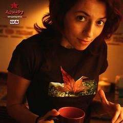 Ashary desayunando (Lidia Aparicio Sales) Tags: hoja foto details organic desayuno camiseta lbg camisetas fotografa ashary lidiaapariciosales labrigadagrfica