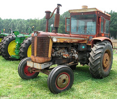Massey-Ferguson 97 with cab in its working clothes (Thumpr455) Tags: tractor canon antique farm cab machinery g6 97 masseyferguson dentonnc southeastoldthreshersreunion