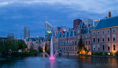 Think Pink... (Marcel Tuit) Tags: city travel holland me architecture canon eos nederland thenetherlands denhaag 7d bluehour thehague stad hofvijver architectuur thinkpink binnenhof hofstad marceltuit