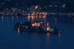 La magia serale del Lago D'Orta. (Guido Barberis) Tags: world italien italy panorama lake nature digital canon landscape lago island photography eos photo interesting san flickr italia foto photographer mark no madonna digitale natura piemonte ii l 5d usm fotografia colori paesaggi 70200 brilliant guido ef paesaggio interessante fotografo isola giulio fotografi immagine obiettivo fotocamera ameno piemont orta sasso mottarone novarese novara armeno anawesomeshot colorphotoaward flickraward visitpiedmont bellitalia novaria canoniani nuara canonisti piemontesi worldwidelandscapes 5dmarkii novaresi flickrunitedaward allegrisinasceosidiventa flickrsportal nuares dblringexcellence anawsonmeshot flickrstruereflection1 flickrstruereflection2