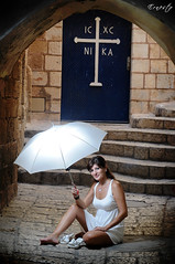 Umbrella with sb800 (ErniePhoto) Tags: umbrella israel telaviv model nikon chairs flash modelo sofa paraguas sillas yaffa jaffo sb800 srtobist jorysz