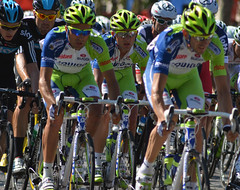Liquigas applying pressure (Majorshots) Tags: cycling tourdefrance peloton champslyses stage20 avenuedeschampslyses roadcycling tourdefrance2012 letour2012 rambouilletparis tape20