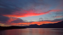 Grilled clouds (19th August 2016) (SmartFireCat) Tags: lake lago lac shuswap canad canada sunset puesta sol sun nube clouds himmel ciel cielo grilled sky pink red orange grey gris rosa ros naranja lumia950xl lumia microsoft