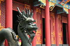 summer palace (yiheyuan - beijing, china) (bloodybee) Tags: 365project dragon statue porch column summerpalace architecture art beijing china asia red bokeh yiheyuan
