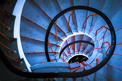 blue spiral down (Blende1.8) Tags: stufe treppe staircase stairs steps stufen treppenhaus wendeltreppe spirale treppenauge circular blue rot architektur s110 stairway indoor essen urban carstenheyer canon architecture powershot red blau