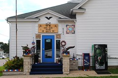 VFW Post 9336, Arena Wisconsin (Cragin Spring) Tags: vfw post9336 7up entrance building architecture sign eagle door midwest wisconsin wi arena arenawisconsin arenawi