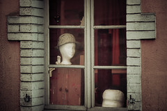 Echoes of the Past (toletoletole (www.levold.de/photosphere)) Tags: fuji fujixpro2 schweiz vierwaldstttersee weggis xpro2 shop window shopwindow figure figur puppe hat hut