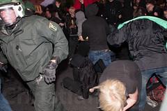 1.Mai Berlin 2012-9450 (Christian Jäger(Boeseraltermann)) Tags: berlin demonstration feuer polizei brutal 1mai pyros barrikaden schläge pyrotechnik polizeigewalt festnahmen tritte schwerverletzt christianjäger wawe10000 boeseraltermann 017634423806