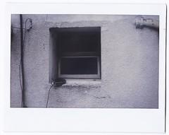 Como orfebre de los versos (J.Cruz Acevedo Diaz) Tags: shadow white black blanco window silhouette ventana bedroom fuji pipe sombra cable silueta expired cao instax habitacion vencido nebro