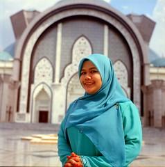 :) (alemershad™) Tags: shadow 120 6x6 tlr film analog mediumformat kodak hijab mosque muslimah squareformat malaysia mf analogue manual kl yashica masjid islamicart yashicamat124g filem iso160 masjidwilayah alem ektacolor160 twinslensreflex freshfilm kodakektacolor wilayahpersekutuankualalumpur yashinon80mm vescan alemershad canonscan9000f