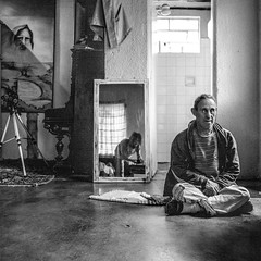 (leo.eloy) Tags: portrait blackandwhite 6x6 film espelho mediumformat mirror retrato pelicula pretoebranco intimacy 2012 120mm ilfordhp5plus hasselblad500cm intimidade sindromededown carlão medioformato leoeloy carlosalbertowirgues