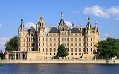 Schweriner Schloss 01 (Stefan_68) Tags: lake castle germany deutschland schloss mecklenburgvorpommern schwerin schlos regierungssitz burgsee schwerinerschlos