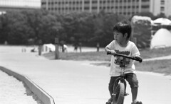 A little rider (Snap Shooter jp) Tags: street boy blackandwhite bw film monochrome bicycle japan tokyo dof kodak bokeh snapshot stock rangefinder snap contax odaiba tmax400 festa rider aria blackdiamond xtol ei200 flickrestrellas variosonnar80200mmf4 mygearandme