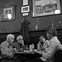 Pub Talk (Akbar Simonse) Tags: street people urban bw holland netherlands monochrome amsterdam bar square cafe pub zwartwit candid streetphotography streetshot straat straatfotografie straatfoto deengelsereet straatfotograaf dedoka nederlandvandaag akbarsimonse