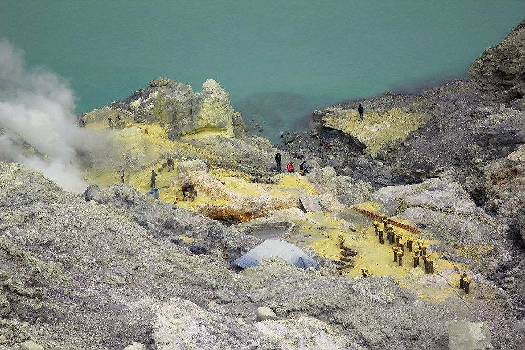 Collecting sulphur, Kawah Ijen, East Java, Indonesia