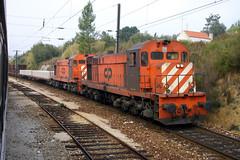 2004-10-16 CP 1558 + 1555 Praia de Ribatejo (delticalco) Tags: portugal rail trains cp railways alco mlw