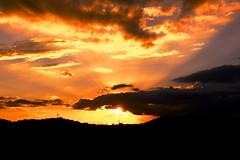 A fora da luz... (marcusviniciusdelimaoliveira) Tags: pordosol sol nuvem nuvens cores luzvolumtrica entardecer hesperus