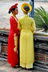 Hue: Welcome to Imperial City (gerard eder) Tags: people world travel reise viajes asia southeastasia vietnam hue imperialcity women