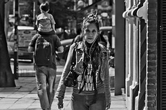 Elle (Wal CanonEOS) Tags: elle ella she lei girl muchacha woman mujer femme femenina walk caminar walking lady dia day alairelibre argentina argentinabsas buenosaires bsas caba capitalfederal ciudadautonoma ciudaddebuenosaires villacrespo calle calles street streets streetsbw strange callejeando candid candidstreet canon eos rebelt3 canoneosrebelt3 blackandwhite byn bw blanco y negro blancoynegro monocromatico monocromatic monocromo hdr hdrbw mujerbyn womanbw