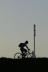 (hirotaka hoshi) Tags: ポートレイト 自転車 影 シルエット 土手 朝 朝日 黒 portrait bicycle shadow silhouette bankcho asahi black