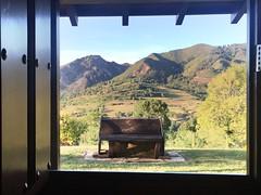 Ventana hacia la calma (yanitzatorres) Tags: banco silla madera ventana montaa buenavista asturias paisaje puerta