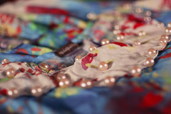 details  (Natlia Viana) Tags: girls cute love pearls dresses fashiondesign estampa qqq newcollection natliaviana quiquiriqui novacoleo estampariadigital modabrasileira modaparaense
