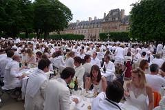 White Diner Paris - Diner en blanc 2012 (luc legay) Tags: paris france place diner blanc vosges