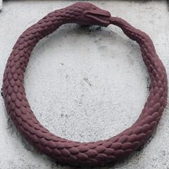 Ouroboros [Uroborus] (Leo Reynolds) Tags: cemetery canon eos snake 7d squaredcircle serpent f80 squaredcircleicon ouroboros cemeterysymbol uroborus 210mm iso1000 sqlondon 0003sec hpexif groupcemeterysymbolism xleol30x sqset081 xxx2012xxx