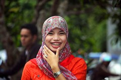 IMG_8128fr (Mangiwau) Tags: girl smiling scarf indonesia asian tanya veil braces teeth hijab gigi sulawesi islamic headdress minta mete kebun kacang dentures jilbab berani aswin cewek kendari gigit sultra behel laode