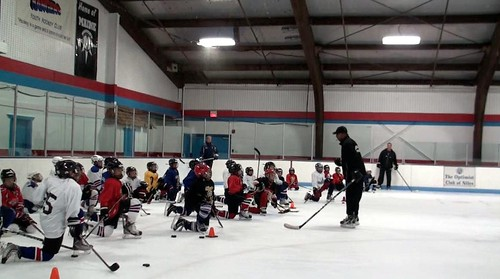 Brad Perry coaching a hockey school in Chicago  5