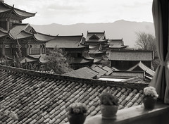 Lijiang_rooftop2 (Charles R. Yang) Tags: lijiang china bw pavillion chinese roof tileroof tiles ancient city nik silvereffex zeiss 55mmf18 sonya7