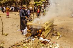 La cremacion (Nebelkuss) Tags: indonesia kuta bali funeral cremacion cremation elzoohumano thehumanzoo canoneos5d canonef24105l