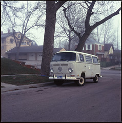 (Ben Hinceman) Tags: fog southdakota siouxfalls vwbus unrestored oldneighborhood