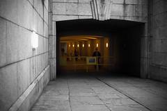 (jordi.martorell) Tags: bridge urban london westminster cutout geotagged nikon tunnel guessed tunel guesswherelondon 1855mmf3556g gwl d40 desaturadoselectivo nikond40 guessedbymrdamcgowan cruzadasi