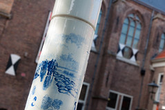 Picture of Delft (glukorizon - Slooowly catching up) Tags: china people brick window facade landscape scenery blind nederland delft lamppost centrum porcelain faade luik raam landschap prinsenhof mensen odc zuidholland shading gevel delftsblauw ruit lantaarnpaal baksteen windowshutter delftware willemvanoranje porcelein willemdezwijger zonwering williamthesilent odc2 ourdailychallenge apicturewithpleasingbackground