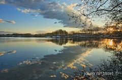 estany de banyoles II (Josep M.Toset) Tags: sol arquitectura nikon camino arbres nubes vermell catalunya blau aigua groc verd llac nuvols paisatges matinada cam d700 llacdebanyoles nikon24120 josepmtoset bncontrallum sortidadesol