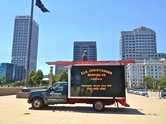 FJA Christiansen Roofing Co Truck, Lincoln Statue, Downtown Milwaukee (Lynn Friedman) Tags: usa art statue museum wisconsin truck downtown milwaukeeartmuseum milwaukee lincoln co eastside wi abrahamlincoln lakefront christiansen roofing fja lynnfriedman 53202 artmuseumdrive