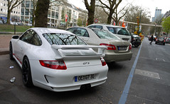 Porsche 997 GT3 (MauriceVanGestel Photography) Tags: auto white cars blanco car sport germany de deutschland mercedes benz boulevard d north 911 voiture stadtmitte german coche porsche e mercedesbenz alemania autos dusseldorf dsseldorf rhine ml wit mb supercar oe coches sportscar klasse deutsch duitsland spoiler supercars porsche911 k knigsallee gt3 997 duits alemn sportwagen westphalia northrhinewestphalia mercedese eklasse northrhine porsche997 997gt3 911gt3 porsche911gt3 porsche997gt3 mercedesml whiteporsche sportwagens whitegt3 mlklasse whiteporschegt3 mercedeseklasse mercedesbenzeklasse knigsalleedsseldorf gt3spoiler kdsseldorf porschespoiler porschedsseldorf witteporsche witteporschegt3 wittegt3 mercedesmlklasse mercedesbenzmlklasse