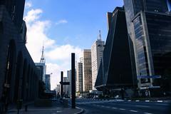 Av. Paulista - São Paulo (Isa Ribeiro :}) Tags: street city cidade brazil sky color cars brasil avenida sãopaulo capital sp paulo são paulista mega trafic avenidapaulista avpaulista