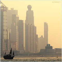 Old junkboat in Hong Kong harbour (J.M.Fransen (jero 053)) Tags: light building architecture photoshop canon photography hongkong evening daylight