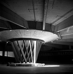 The bus station. (Imanol 6x6) Tags: trix 400 kodak 120 6x6 500x500 film bw blackandwhite mediumformat mf nophotoshop rolleiflex trl f28 sansebastian donostia eh street landscape architecture
