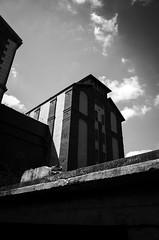 Grand moulin  Corbeil Essonnes (Olivier DESMET) Tags: olivierdesmet corbeilessonnes essonnes iledefrance ricoh gr ricohgr noirblanc blackandwhite bw nb monochrome 28mm street streetphoto streetphotography photosderue architecture moulin moulingrain urbain